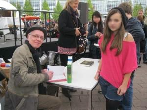 Signieren auf der Buchmesse Frankfurt 2013